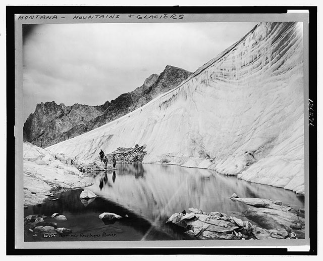 Historical photo of a glacier from 1916